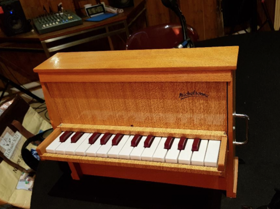 PianoToy.png